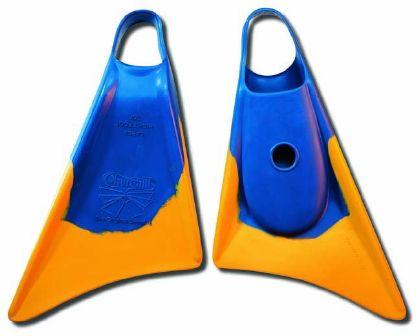 סנפירים מדגם Makapuu של חברת Churchill. סנפירים נוחים מאוד שיוצרים תאוצה מהירה ויציאה מהירה מהמקום.