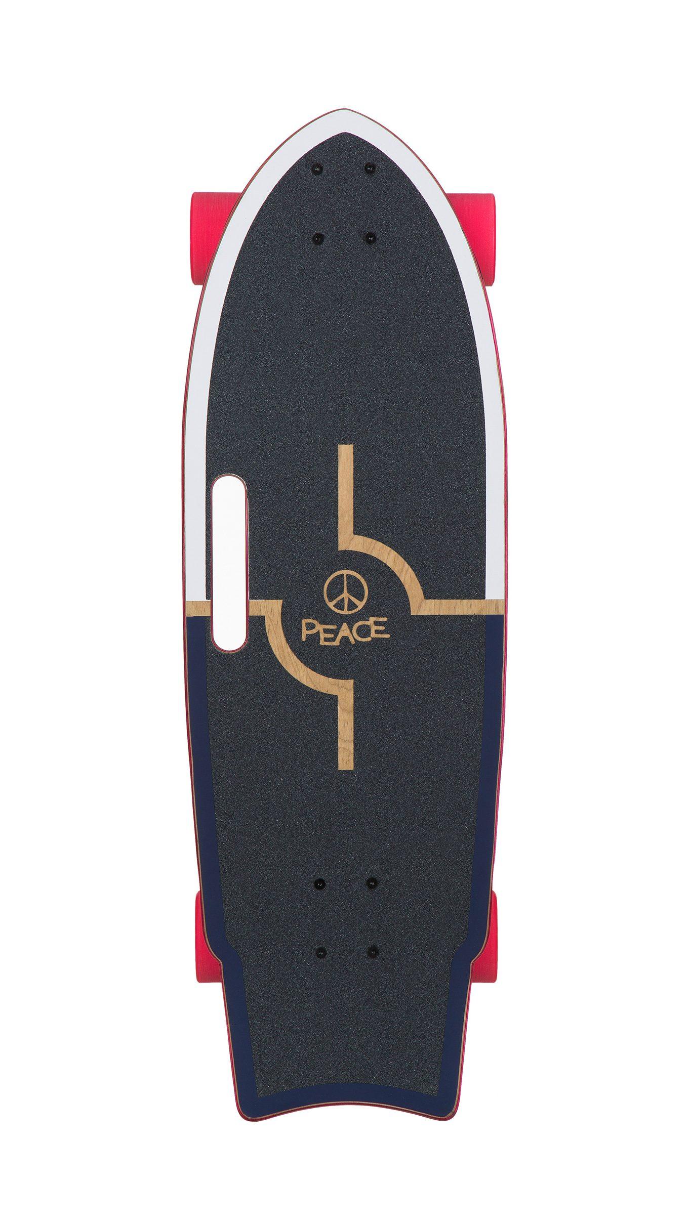 מעוצב בצורת פיש עם לייט קונקייב לזרימה מושלמת בנסיעה. 7 שכבות של מייפל, 10 אינצ' רוחב של קרש שמאפשרים לכל אחד ובכל רמה לגלוש מחוץ למים בסקייטפארק או בחוץ מתי שרק אפשר. הוא הבורד הנמכר ביותר בסדרת הגלישה של Peace Boards. מושלם לסקייטפארקים, סליידים, קארבניג או סתם לתרגל גלישה מחוץ למים.