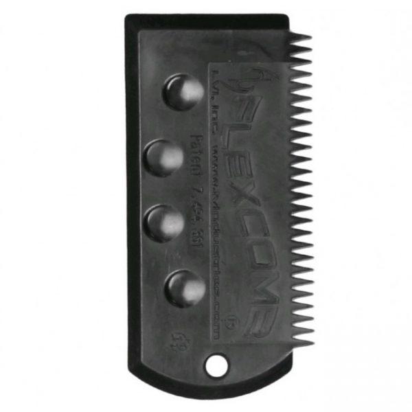 מסרק FLEXCOMB להסרת שעווה. המסרק גמיש ומקל על הורדת שעוות מהחלקים המעוקלים של הגלשן.