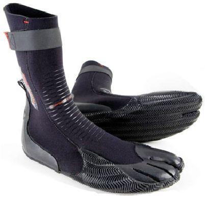 """נעלי גלישה O'Neill מדגם Heat Split toe בנויות מ 100% Fluidflex נאופרן והיא מיועדת לגלישה במים קרים. הנעלים מודבקות בסרט הדבקה פני מגובה בהגבקה חיצונית. הנעליים מגיעות עם רצועת הידוק קדמית, לשיפור יציבות של הנעל על הרגל ושלכם כל הגלשן, רצועה נוספת בגפה למניעת כניסה של מים לנעל. סוליית גומי איכותית עם טקסטורה לאחיזה נוספת על הגלשן. אוניל חשבו על הכל בייצור של ה Heat Split toe הן מגיעותבעובי 3 מ""""מ, שומרות על חום ונוחות לגלישה. נעלי גלישה הן דבר הכרחי לכל טיול. אחד הדברים החשובים ביותר בקניית חליפת גלישה היא התאמת המידה, ב-Ultrawave יש לנו למעלה מ 40 שנה של ניסיון בהתאמת חליפות גלישה לגלושים. אנחנו תמיד זמינים בטל במייל ובחנות לכל שאלה."""