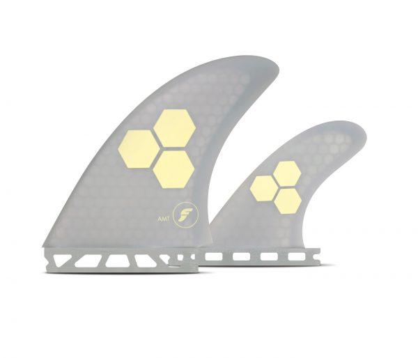 רבות ה- AMT של חברת Future.ה-AMT הוא סט חרבות TWIN של השייפר AL Marrick המציע שילוב מנצח של מהירות ויציבות.מגיע עם שתי חרבות גדולות (Twin Fin) ועם חרב קטנה אחורית להוספת יציבות בימים גבוהים.סט החרבות בנוי מ Honeycomb מה שנותן לו רכות וגמישות מאוד יחודית אשר מתאימה מאוד לגלישה מרייל לרייל וזרימה על הגל.סט מדהים לאוהבי Twin Fin