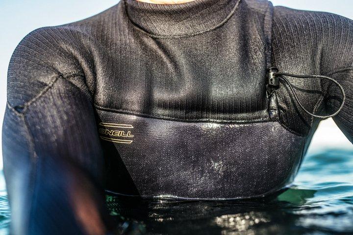 חליפת גלישה hyperfreak צבע שחור מגיעה ב 3/2 / 4/3 / 5/4 החליפה במים