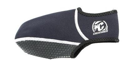 גרביים עשויות נאופרן של חברת Creatures. להתאמה מלאה של הסנפירים לרגל ומניעת חיכוך של הסנפיר ברגל. מקל מאוד על חווית הגלישה לזמן ארוך.