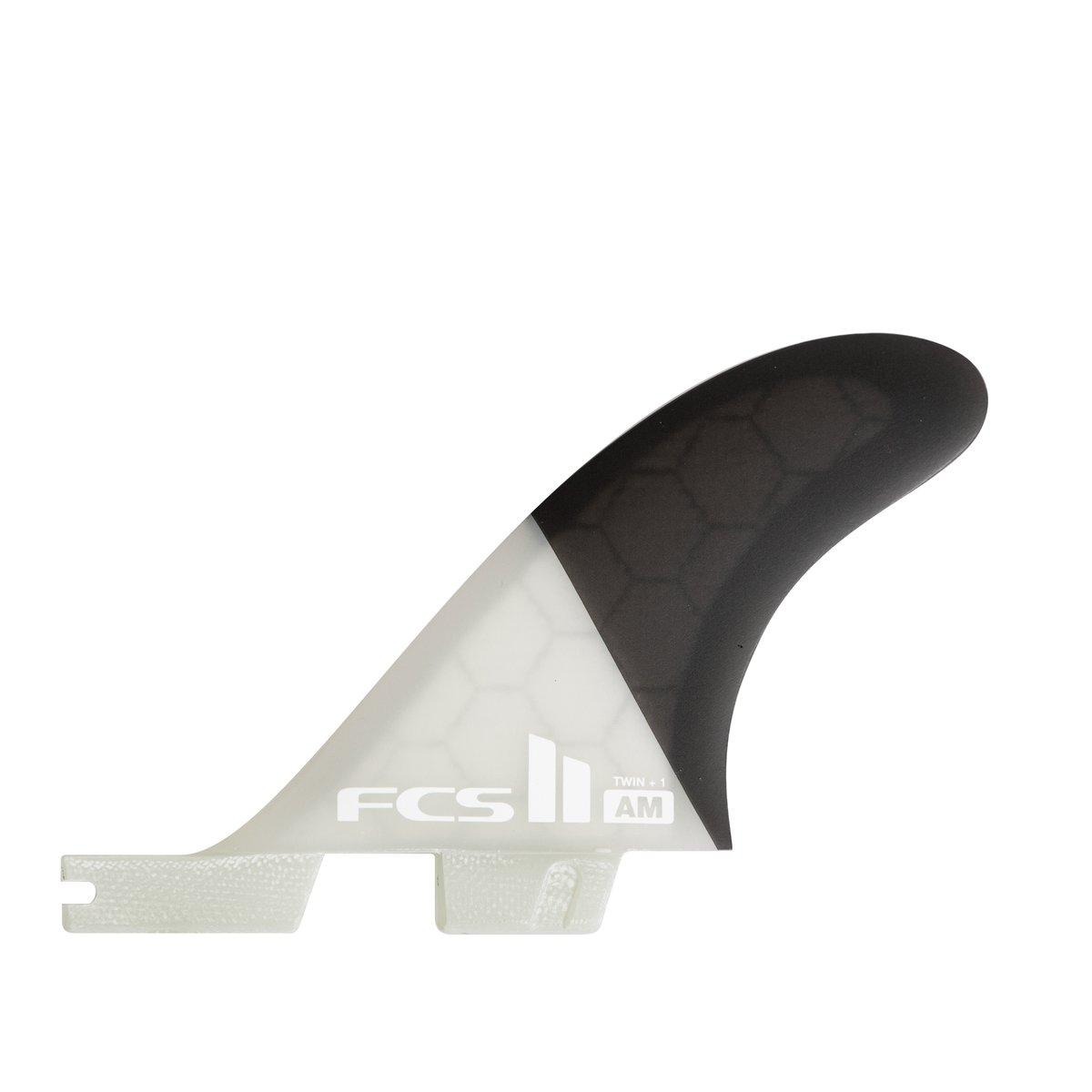 סט חרבות מדגם AM Honeycomb של חברת FCS Fins.עיצוב Twin המפורסם של Al Marrick האגדי.סט החרבות AM Honeycomb מגיע עם שתי חרבות גדולות (Twin Fin) ועם חרב קטנה אחורית להוספת יציבות בימים גבוהים.סט החרבות בנוי מ - Honeycomb. מה שנותן לו רכות וגמישות מאוד יחודית אשר מתאימה מאוד לגלישה מרייל לריילֿוזרימה על הגל.סט מדהים לאוהבי Twin Fin