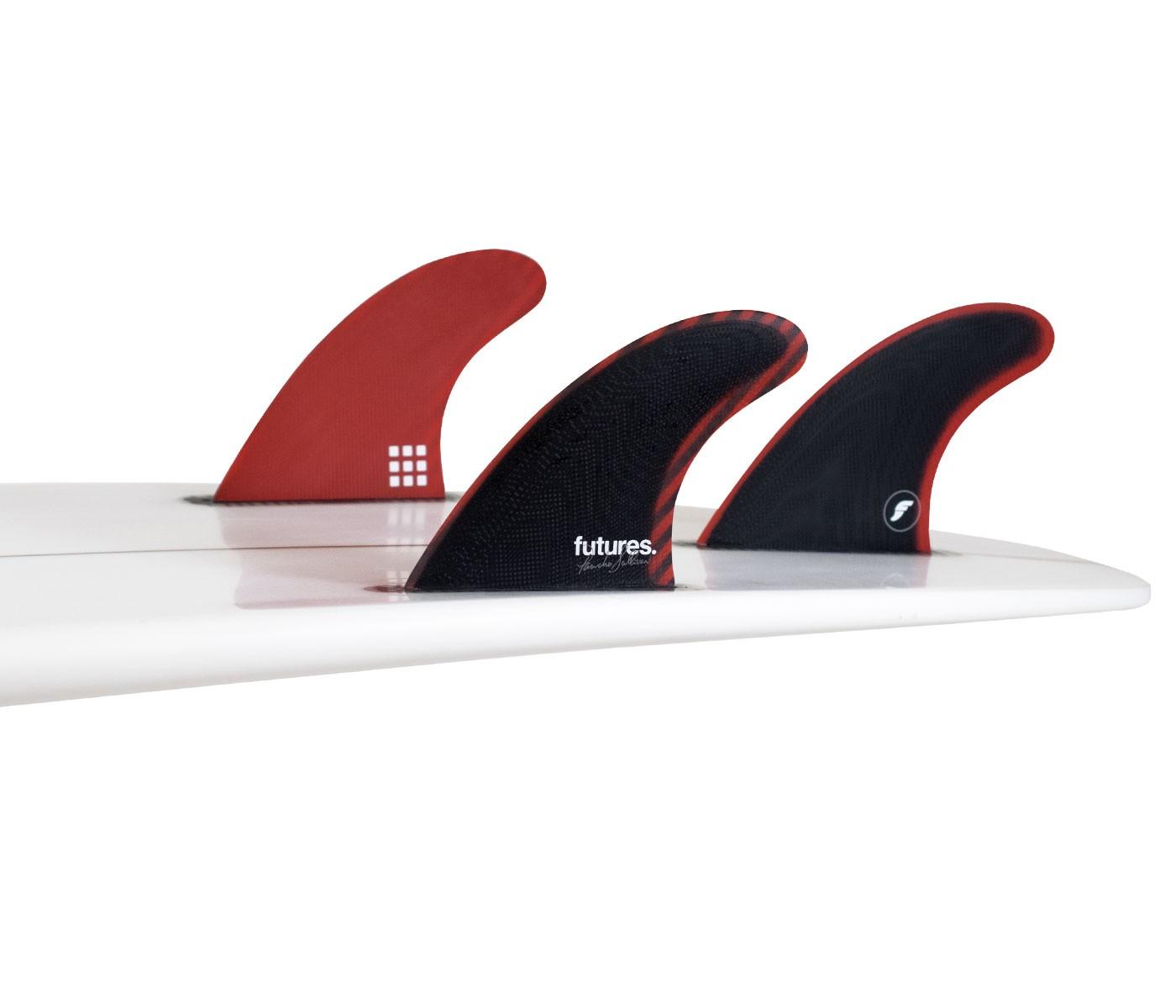 """סט חרבות מדגםPS Fiberglass אשר עוצבו ע""""י הגולש Pancho Sullivan.מכל הסטים מסדרת Futures ה - PS Fiberglassהיא הכי פחות גמישה .שילוב מצוין לגלישה מסוגננת ואחיזה נהדרת לאורך הגל.מתאימות גם לים נמוך וגם לימים הגבוהים וכן לגולשים בעל סגנון גלישה חזק."""